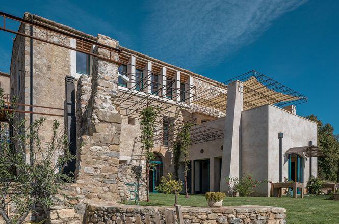 Besalu Luxury Villa