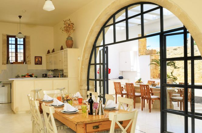 Maroulas Chic Holiday Home