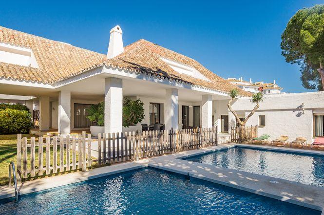 Puerto Banus Pool Villa