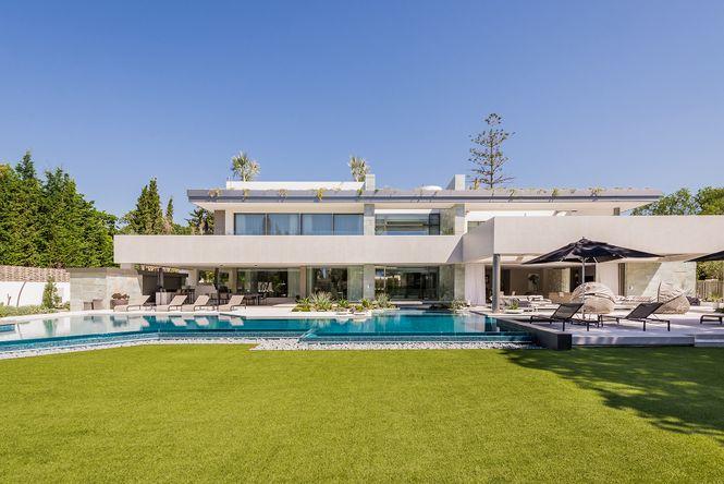 Majestic Villa Golden Mile