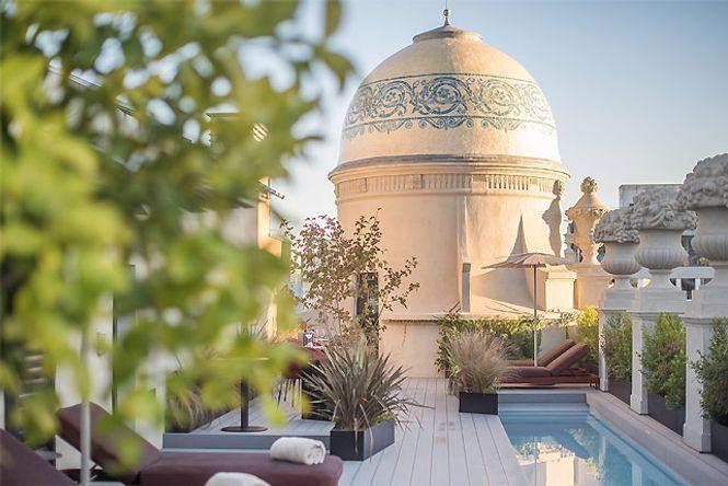 Barcelona Pool Deluxe