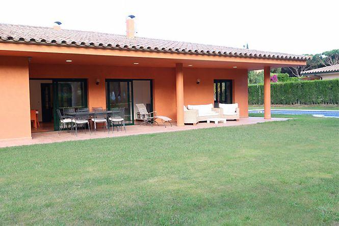 Pals Beach Golf Villa