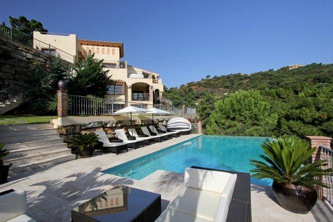Hollywood Marbella Pearl